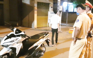 Video: Nghi tông vào chó chạy qua đường, cô gái trượt dài hàng chục mét, tử vong