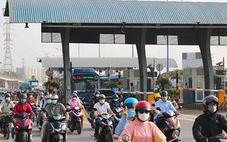 Video: Nhiều tài xế bỡ ngỡ trong ngày đầu trạm BOT xa lộ Hà Nội hoạt động lại