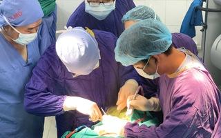 Video: Cứu sống bệnh nhân bị mảnh gỗ đâm xuyên mắt, sọ não
