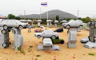 Video: Thú vị mô hình 'bãi đá cổ' được xếp bằng những chiếc xe hơi