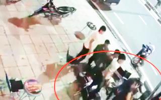 Video: Lại giở trò 'hổ báo' ở quán nhậu chỉ vì lời nhắc giữ chừng mực