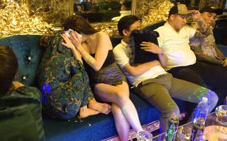 Video: 22 người dương tính với ma túy tại karaoke X.O, nơi từng xảy ra nổ súng chết người