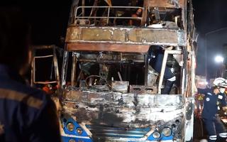 Video: Cháy xe khách, 5 người tử vong, hơn 15 người bị thương ở Thái Lan
