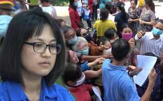 Video: Hàng trăm người 'vây' bị cáo lừa đảo vụ Sao Vàng ở Bà Rịa - Vũng Tàu