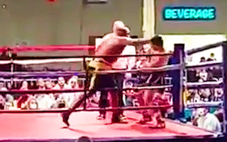 Video: Võ sĩ tung 'cú đấm sấm sét', đối thủ bất tỉnh trên sàn đấu