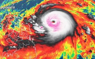 Cảnh báo: Siêu bão mạnh kỷ lục đang cuồn cuộn gần Biển Đông