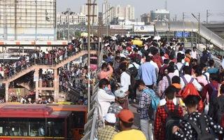 Video: Người dân đổ xô rời thành phố để tránh lệnh phong tỏa ở Ấn Độ