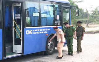 Video: Va chạm với xe buýt, nữ sinh sắp ra trường tử vong