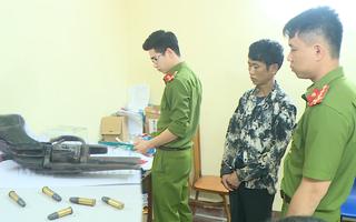 Video: Mang súng đã lên đạn đi mua gần 3.000 viên ma túy tổng hợp