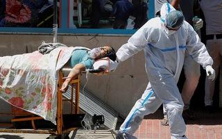 Video: Ca nhiễm ở Ấn Độ tiếp tục tăng kỷ lục, vượt ngưỡng 350.000 ca trong 24 giờ
