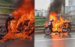 Video: Công an đang điều tra vụ xe SH bốc cháy ngùn ngụt trên cầu Nhật Tân