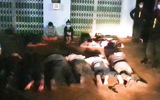 Video: 2 giờ sáng, công an Tiền Giang hoá trang vây bắt đoàn 'quái xế' chặn quốc lộ để đua xe