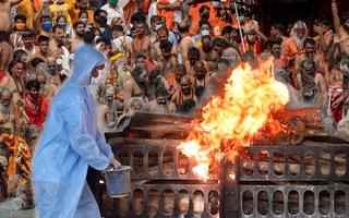 Video: Lễ hội 3,5 triệu người được cho là nguyên nhân đẩy Ấn Độ đến thảm kịch