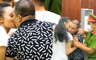 Video: Văn Kính Dương hôn người tình Ngọc Miu sau khi bị tòa tuyên y án tử hình