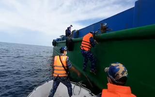 Video: Phát hiện 5 người nhập cảnh 'chui' từ Campuchia vào vùng biển Phú Quốc