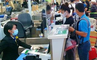 Video: Sân bay Tân Sơn Nhất ùn tắc dịp lễ 30-4
