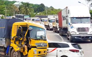 Video: Tai nạn liên hoàn, quốc lộ 14 kẹt xe kéo dài gần 1km