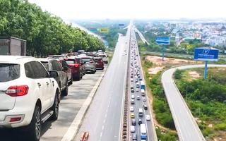 Video: Dòng xe nhích từng chút trên cao tốc, xa lộ Hà Nội, quốc lộ 1