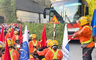 Video: Kẹt xe ở đèo Bảo Lộc, đoàn đua Cúp truyền hình bị trễ giờ xuất phát