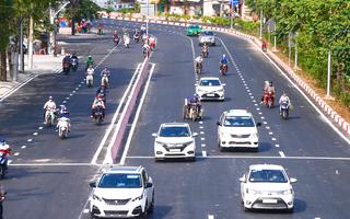 Video: 'Rốn ngập' ở đường Nguyễn Hữu Cảnh ngày đầu thông xe