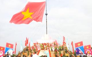 Video: Cận cảnh lễ thượng cờ 108m2 ở đôi bờ Hiền Lương - Bến Hải
