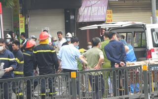 Video: Chuyển 2 thi thể ra khỏi hiện trường vụ cháy cửa hàng bán đồ sơ sinh tại Hà Nội