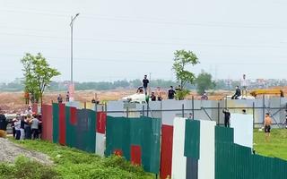 Video: Ném chất bẩn cản trở xây công trình khu đô thị