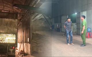 Video: Công nhân bốc vác rơi từ nóc xe tải xuống đất tử vong