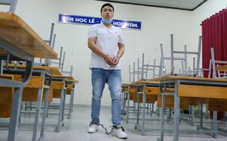 Video: Bắt thanh niên 29 tuổi mặc đồ học sinh, vào trường trộm 20 điện thoại