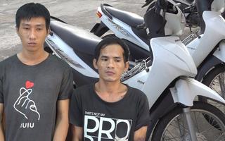 Video: Trộm xe máy đâm trọng thương bảo vệ quán cà phê
