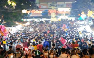 Video: Ken đặc người ở chợ đêm Đà Lạt trong ngày lễ, đảm bảo phòng dịch ra sao?
