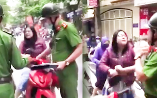 Video: Bị người phụ nữ chống đối cắn vào tay, cán bộ công an thét to