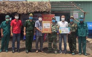 Video: Khẩu trang, nước sát khuẩn đến với tuyến đầu chống dịch COVID-19 ở Hà Tiên