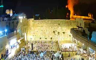 Video: Căng thẳng ở thánh địa Jerusalem, 334 người bị thương sau những vụ đốt phá