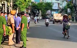 Video: Lại án mạng ở Tiền Giang, công an đang truy bắt hung thủ đâm chết nam thanh niên
