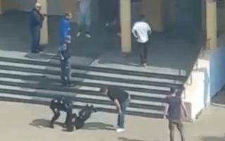 Video: Xả súng kinh hoàng khiến 11 người chết ở trường học