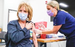 Video: Mỹ treo giải xổ số 1 triệu USD cho người tiêm vaccine COVID-19