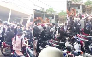 Video: Làm rõ 2 nhóm học sinh đánh nhau hỗn loạn trước cổng trường
