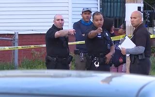 Video: Đấu súng giữa hai băng nhóm, 9 người bị thương