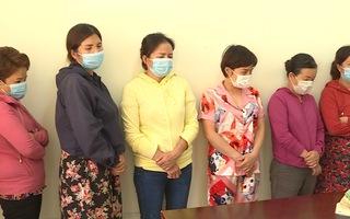 Video: Bắt sòng bài nhiều phụ nữ tham gia giữa mùa dịch COVID-19