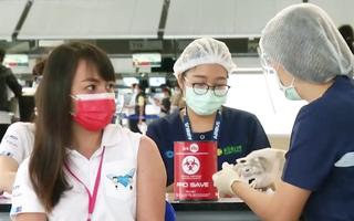 Video: Người Thái chi 2.300 USD mua tour tới Mỹ để nhận 'quà lưu niệm' là vắc xin COVID-19