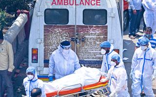 Video: Người chết do COVID-19 tại Ấn Độ tăng cao, số ca dương tính giảm nhẹ