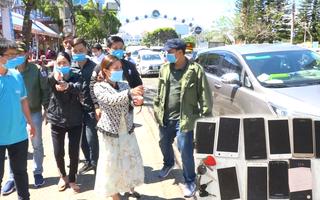 Video: Bắt nhóm trộm điện thoại của du khách ở chợ đêm Đà Lạt