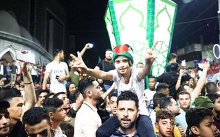 Video: Người dân ở Dải Gaza đổ ra đường ăn mừng lệnh ngừng bắn với Israel