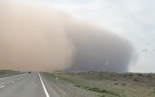 Video: Kinh hoàng bão cát khổng lồ cao hơn 100 mét ở Nga