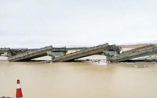 Video: Cây cầu gãy thành nhiều khúc vì động đất ở Trung Quốc