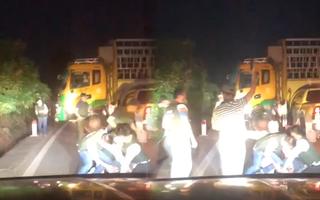 Video nóng: Cảnh sát dùng bàn chông, nổ súng chặn bắt ôtô chở ma túy thủ sẵn vũ khí 'nóng'
