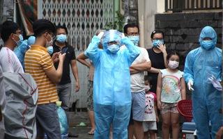 Video: Chuỗi lây nhiễm mới ở TP.HCM thêm 11 người nghi nhiễm, mầm bệnh có thể đã lây lan cộng đồng