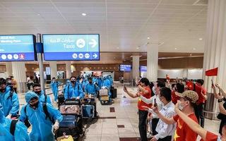 Video: Người hâm mộ chào đón thầy trò HLV Park Hang Seo tại sân bay Dubai