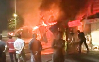 Video: Chợ Vĩnh Long bốc cháy lúc rạng sáng, 9 kiốt bị thiêu rụi